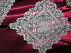 Risultati immagini per filet sardo Needlework, Bling, Embroidery, Lace, Canario, Accessories, Fashion, Leotards, Needlepoint