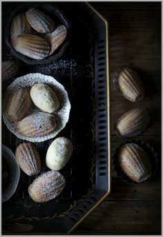 Thyme: Les Madeleines cakes...for the final final finals of the year!
