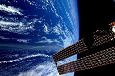 During his eight-month stint at the International Space Station, Dutch astronaut Andre Kuipers captured some absolutely gorgeous images of planet Earth. Earth And Space, Real Photo Of Earth, Earth Photos, Space Photography, International Space Station, Space Photos, Amazing Spaces, Amazing Things, Space Travel