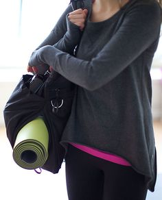 flow & go tote by lululemon... organized magic......someone get my thisss