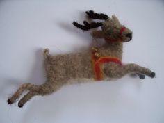 Flying Reindeer Ornament Wool felt van woolinlegends op Etsy
