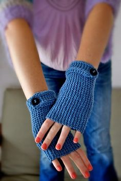 Ravelry: Alyssum fingerless gloves by Megan Eliza - Free pattern.