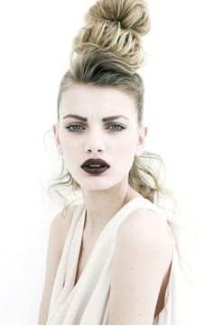 dying for this makeup look and Etruscan inspired stacked hair