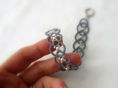 Pulsera de encaje gris perla  frivolitè  pulsera de cuentas
