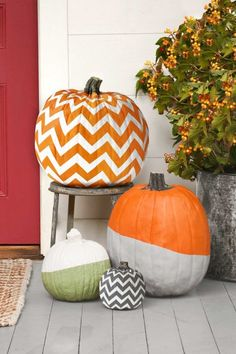 76 Easy Painted Pumpkins Ideas - No Carve Halloween Pumpkin Painting & Decorating Ideas pumpkins painted Put Your Carving Tools Away and DIY One of These Easy Painted Pumpkins Instead Halloween Home Decor, Cute Halloween, Halloween Pumpkins, Halloween Crafts, Halloween Decorations, Pumpkin Uses, Diy Pumpkin, Cute Pumpkin, Pumpkin Carving