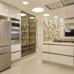 Cozinha com ilha e azulejos - grafismo