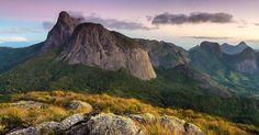 Quem acha que só Minas Gerais tem belas montanhas está muito enganado. Essa paisagem é do Parque Estadual dos Três Picos no interior do Rio de Janeiro. Estivemos lá para fazer um workshop  de fotografia de montanha  e adoramos a paisagem!