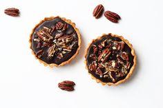 Caramel Chocolate Tarte mit Pekannüssen und Glitzerdings › Schön und fein