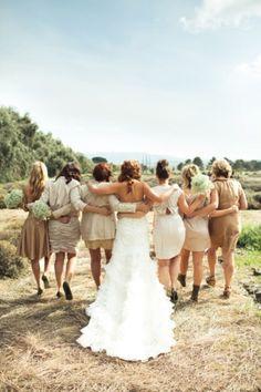 bride and bridesmaid photos - Wedding Photography Wedding Photography Inspiration, Wedding Inspiration, Event Photography, Perfect Wedding, Dream Wedding, Wedding Poses, Wedding Ideas, Field Wedding, Wedding Advice