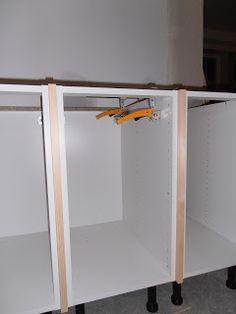 Vi har fått en duktig snickare som tänker förvandla vårt Ikea Ramsjö, till ett kök som känns platsbyggt och får många fina detaljer.