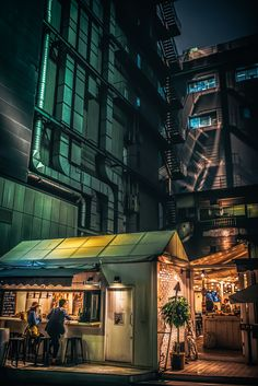 I'm taking pictures in my favorite city, Tokyo. Often gray during the day, but magical at night. It looks like a revived Blade Runner movie. Indiana Jones Films, Tokyo Night, Tokyo City, Acting Tips, Change Image, French Films, Indie Movies, Night City, Film Quotes