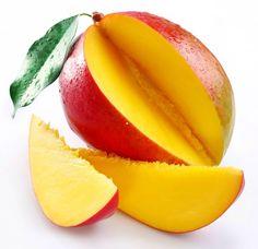 Nosotras utilizamos esto mango para ensamblar nuestra lasaña de fruta. Tomamos 4 rebanadas delgadas y las ponemos en varias capas.