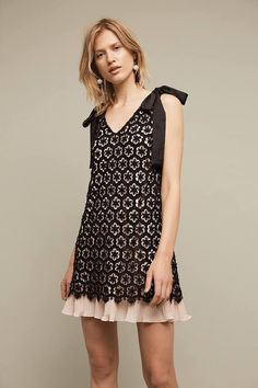 5e130760e6ba NWT Anthropologie HD in Paris black nude pink Lace Shift Dress Bow  Shoulders 8