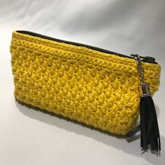 Crochet purse Make your own crochet purse for your bag. - At Damsbak Crochet Handbags, Crochet Purses, Crochet Bags, Homemade Bags, Diy Jewelry Holder, Diy Crochet, You Bag, Diy Coasters, Purses And Bags