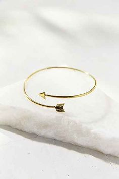 Delicate Arrow Armband