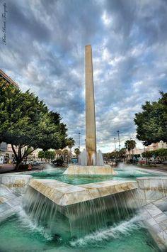Obelisco en La Rambla de Almería.   Spain Foto de Marco Beret.