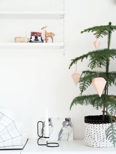 Minimal kerstboom | ELLE #decoracionnavidad