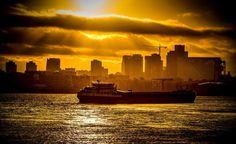 Rotterdam - Binnenvaartschip op de Maas