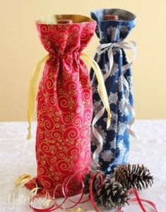 Sewing Gift During the holidays, I like to give bottles of wine or non-alcoholic sparkling cider. A fun way to make these gifts even more special . Wine Bottle Covers, Fabric Gift Bags, Wine Bottle Crafts, Diy Wine Bottle Gift Wrap, Wine Bottles, Wine Gifts, Wine Bags, Wine Tote, Ideas