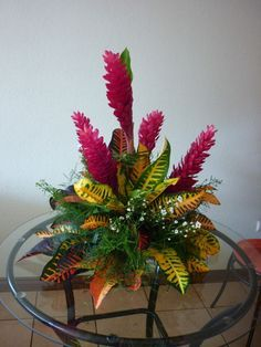 Beautiful simple tropical designs ideas flowers arrangements lily ikebana for 2019 Tropical Flowers, Tropical Flower Arrangements, Funeral Flower Arrangements, Exotic Flowers, Amazing Flowers, Simple Flowers, Tropical Leaves, Altar Flowers, Church Flowers