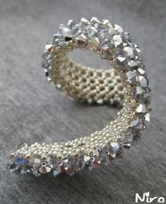 Different approach - RAW crystals done first, then netted back is added (Translate)  #Seed #Bead #Tutorials