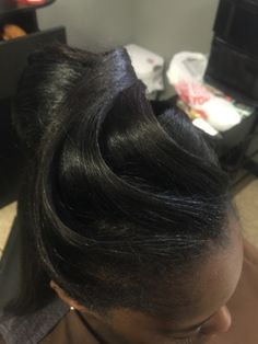 Women's Black Hairstyles: Fabulous Styles – Stylish Hairstyles Black Hair Updo Hairstyles, Mom Hairstyles, Black Girls Hairstyles, Wedding Hairstyles, Beautiful Hairstyles, Hairstyle Ideas, Black Hair History, Curly Hair Styles, Natural Hair Styles