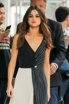 Selena Marie Gomez is an American singer and actress. Selena Gomez Makeup, Selena Gomez Music, Selena Gomez Cute, Selena Gomez Outfits, Selena Gomez Style, Selena Selena, Vestido Selena Gomez, Brunette Actresses, Marie Gomez
