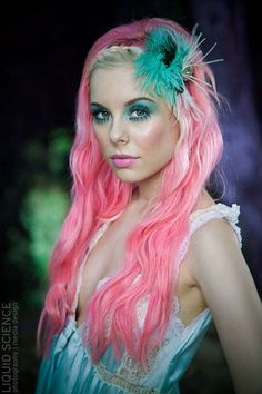 Interesting, but I definitely could not pull it off at all! -Bekah xx Amazing mermaid hair and make up. Vibrant green eyes and contrasting pink hair.