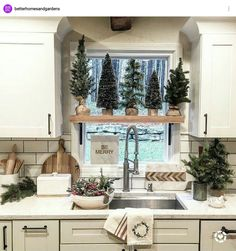 I just like the wooden middle shelf in the kitchen window. Vintage Christmas, Christmas Time Is Here, Christmas Love, Winter Christmas, Merry Christmas, Christmas Crafts, Farmhouse Christmas Decor, Christmas Kitchen, Country Christmas