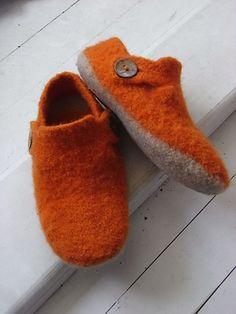 Ravelry: Men's Slippers pattern by Lise-Anne Michel Felted Slippers Pattern, Knitted Slippers, Mens Slippers, Wet Felting, Needle Felting, Knitting Projects, Knitting Patterns, Knitting Ideas, Ravelry