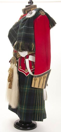 418: BRITISH UNIFORM OF LT. OF THE GORDON HIGHLANDERS : Lot 418