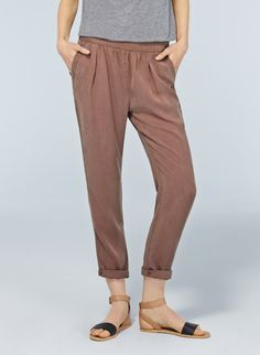 Wilfred Casbah Pant, now available at Aritzia.com.