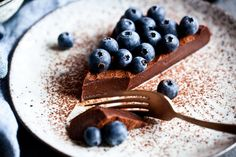 chocolate on Offset Quick Recipes, Raw Food Recipes, Veggie Recipes, Sweet Recipes, Dessert Recipes, Blueberry Desserts, Chocolate Desserts, Raw Cake, Paleo Baking