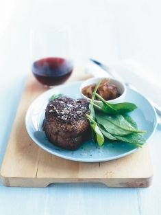 Weeknight tastiness - steaks with caramelized onions - Donna Hay