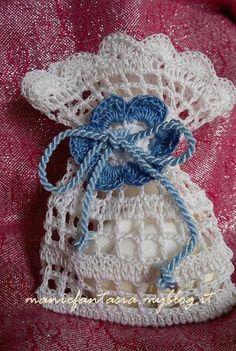 Dantel Kese Örnekleri - Mimuu.com Crochet Sachet, Crochet Gifts, Crochet Doilies, Crochet Baby, Knit Crochet, Granny Square Crochet Pattern, Crochet Stitches Patterns, Baby Knitting Patterns, Crochet Wedding