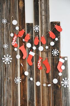 Exceptional new year decoration detail are readily available on our web pages. Take a look and you wont be sorry you did. Christmas Mood, Noel Christmas, Merry Christmas And Happy New Year, Simple Christmas, Christmas Ornaments, Holiday, Paper Christmas Decorations, Christmas Paper Crafts, New Years Decorations