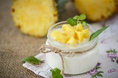 5 desayunos saludables con fruta - yogurt con piña