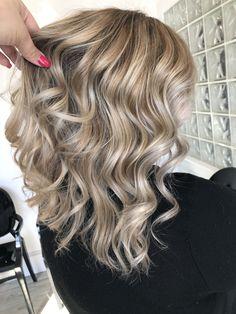 42 best medium length hairstyles for thin (& extremely fine) hair 34 Haircuts For Medium Length Hair, Haircuts With Bangs, Bang Haircuts, Cut Her Hair, Hair Color And Cut, Hair Cuts, Blonde Balayage, Blonde Hair, Shoulder Length Hair