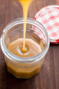Homemade caramel sauce is so simple, you'll never want store-bought caramel sauce again! Homemade Caramel Sauce, Salted Caramel Sauce, Caramel Recipes, Homemade Vanilla, Basic Caramel Recipe, Caramel Fudge, Caramel Cheesecake, Chocolate Toffee, Caramel Apple