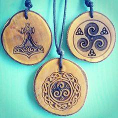 shaman necklaces . . . . . #wood #holz #handarbeit #handicraft #austria #österreich #deko #dekoration #stpölten #handmade #geschenk #geschenksidee #giftidea #gift #shaman  #holzundleidenschaft #igersaustria #druid #celtic #personalisiert #personalized #stpoelten #stpölten #deco #decoration #woodworking #madeinaustria #nordic