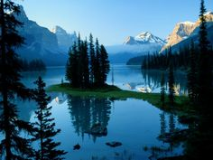 Back to Maligne Lake, Jasper National Park, Canada. Thinking Canada will be Nick and I's 2015 trip! Canada National Parks, Jasper National Park, Jasper Park, Vancouver Island, Beautiful World, Beautiful Places, Amazing Places, Beautiful Scenery, Amazing Photos