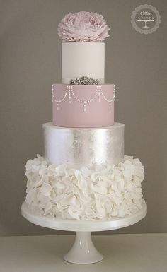 Tartas de boda - Wedding Cake - Silver Leaf & Ruffles cake by Cotton and Crumbs, (Id prefer this in my fave color gold) Amazing Wedding Cakes, Elegant Wedding Cakes, Wedding Cake Designs, Trendy Wedding, Wedding Trends, Wedding Ideas, Wedding Blog, Best Wedding Cakes, Wedding Songs
