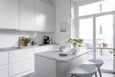 landinskan - Home Decor Kitchen, Kitchen Furniture, Kitchen Interior, Interior Design Living Room, Kitchen Dining, Scandi Home, Kitchen Collection, Küchen Design, Cool Kitchens