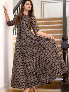 Mystical grey maslin digital printed gown online available at Inddus.com. Shop this alluring gown for upcoming parties and grand events. Images Of Gowns, Cotton Gowns, Printed Gowns, Gowns For Girls, Gowns Online, Designer Gowns, Designer Kurtis, Designer Wear, Abaya Fashion
