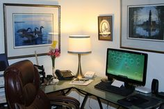 Putting together an ergonomic home office needn't be expensive. Here are basic items everyone can use to create a home office that is ergonomic and works. Home Office Design, Home Office Decor, Office Setup, Office Decorations, Corner Office, Office Designs, Office Desk, On Thin Ice, Eyes On The Prize