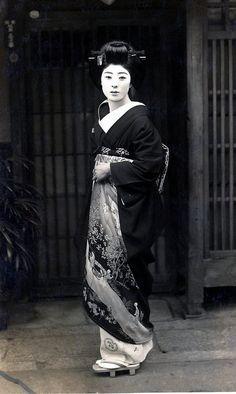 une geisha en 1930