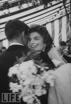 Wedding, 1953, Hammersmith Farm.  www.facebook.com/JackieKennedyOnassis