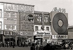 A & A Records, Steele's Tavern, and Sam the Record Man on Yonge Street, ca 1970 Photo from Chuckman's Collection of Toronto Postcards Toronto Pictures, Old Pictures, Old Photos, Vintage Photos, Vintage Signs, Vintage Ads, Toronto City, Toronto Canada, Canada Eh