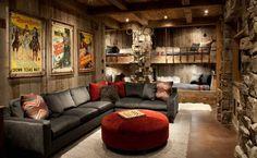 lits superposés en bois et pierre dans la chambre de style chalet