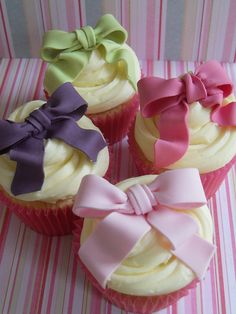 Bow cupcakes for workshop by Cotton and Crumbs, via Flickr